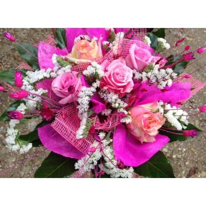 Букет от рози - фантазия от www.cvetarski.com