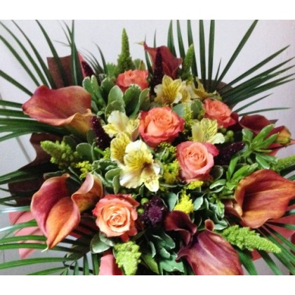 Букет от рози и цветна кала от www.cvetarski.com