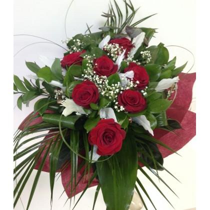 Букет с  червени рози от www.cvetarski.com