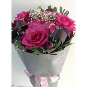 Букет цикламени рози