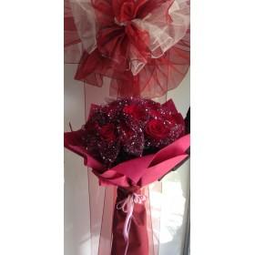 Букет от 19 червени рози