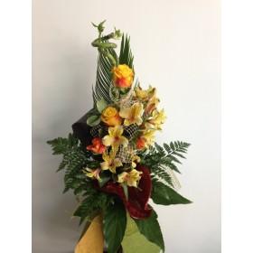 Букет от рози, антуриум, аустромерия и бамбук