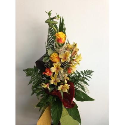Букет от рози, антуриум, аустромерия и бамбук от www.cvetarski.com