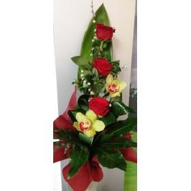 Букет рози с орхидея микс