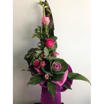 Букет - рози и брасика от www.cvetarski.com