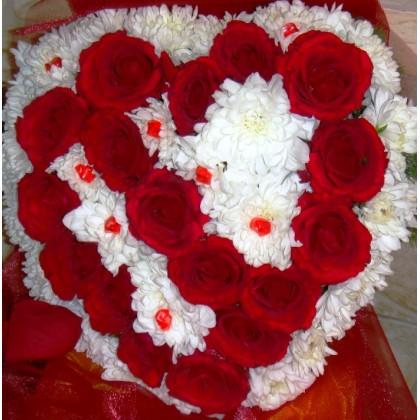 Сърце от рози от www.cvetarski.com