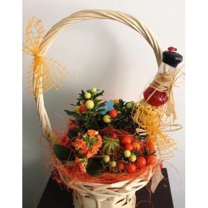 Кошница за подарък с чери доматчета от www.cvetarski.com