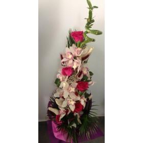 Орхидея с бамбук и рози