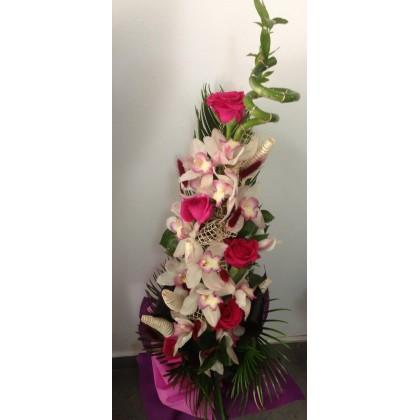 Орхидея с бамбук и рози от www.cvetarski.com
