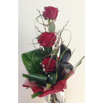 Три рози от www.cvetarski.com